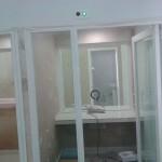 Obra de instalación de cabina de suguridad en tienda de Compro Oro