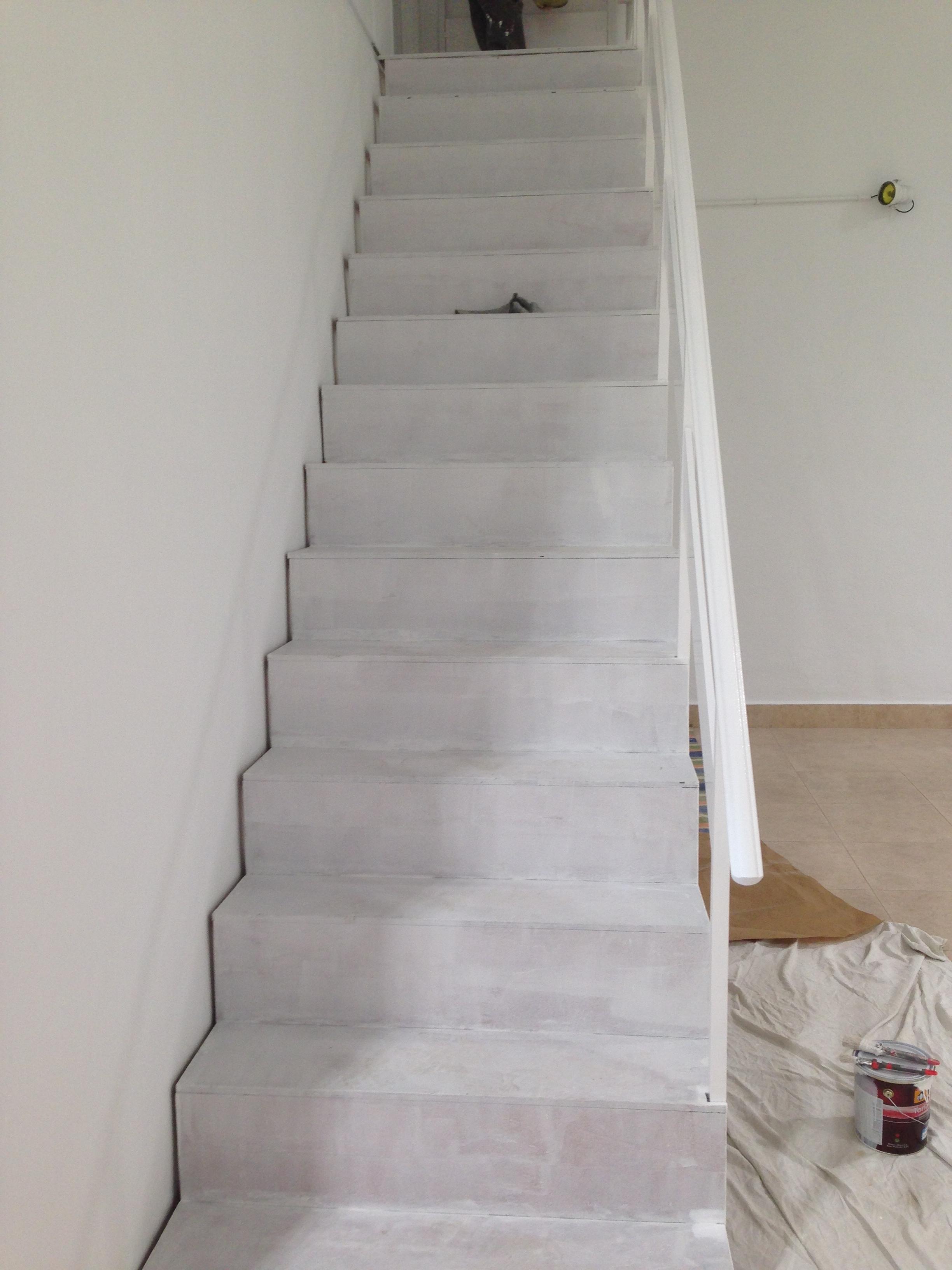 Pintar escalera obras y servicios m laga for Pintar encimera granito