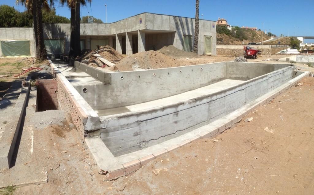 Piscinas de dise o obras y servicios m laga for Construccion de piscinas en malaga