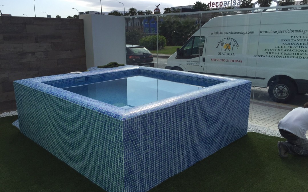 Construccion de piscina ideas de disenos for Precio construccion piscina obra